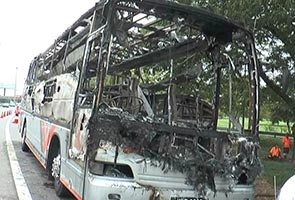 Bas terbakar sepasang suami isteri nyaris rentung di pagi Hari Merdeka
