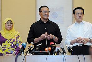 Dua jenazah juruterbang MH17 antara sembilan yang tiba di Malaysia pada Selasa