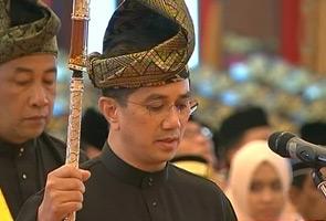 Azmin angkat sumpah MB Selangor ke-15