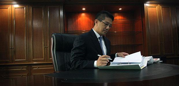 Azmin urged to prove he is like Jokowi. - File Photo