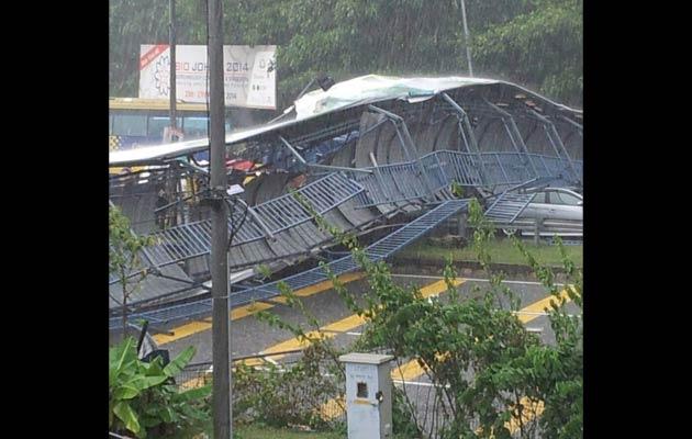 Pedestrian Bridge Collapsed Five Injured Astro Awani