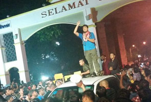 Pelajar rempuh masuk Universiti Malaya untuk hadiri pidato