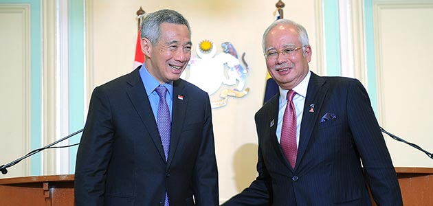 Filepic of the prime ministers of Malaysia and Singapore, Datuk Seri Najib Razak (right) and Lee Hsien Loong.