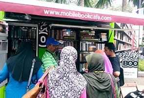Kedai buku bergerak pertama di Malaysia