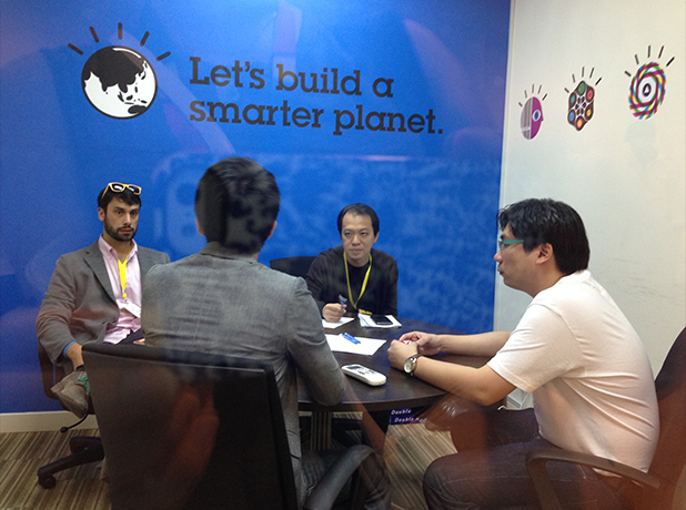 Investor-Startup Speed Dating on the Investor Day at MaGIC Startup Academy Launch.