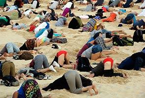 Tanam kepala dalam pasir tanda protes