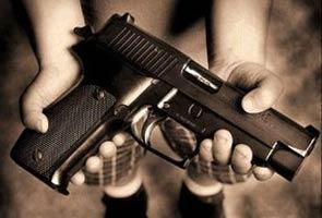 Budak tiga tahun tertembak mati ibunya