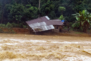 Banjir: Penonton Astro AWANI rayu bantu selamatkan ibu dan adik