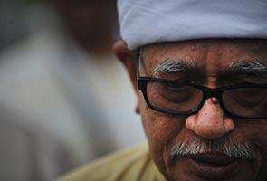 Menyambung warisan Tuan Guru Nik Abdul Aziz - Hadi Awang