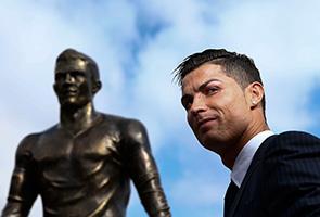 Ronaldo hopes to hold off Messi, Neuer to retain Ballon d'Or