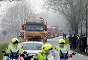 Bangkai pesawat MH17 tiba di Belanda, siasatan bermula