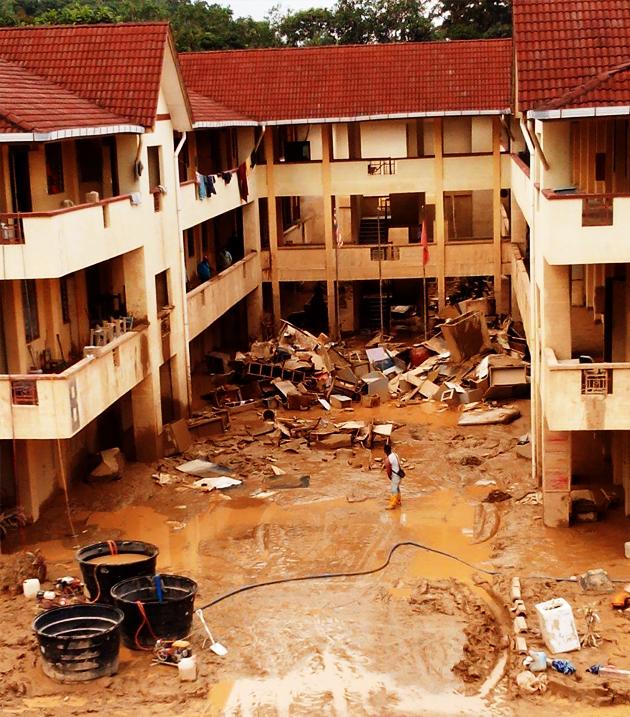 Sekolah banjir