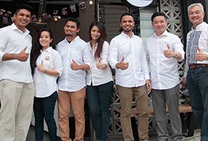 Lima pelajar IPT cabar diri buka bisnes aiskrim kelapa