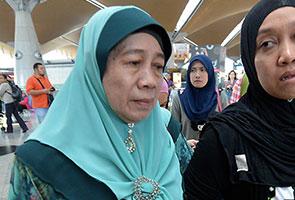 'Makcik cuma hendak tahu dia ada lagi atau tidak' - Ibu penumpang MH370