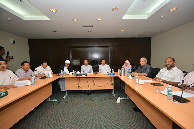 Mesyuarat Majlis Pimpinan Pakatan Rakyat pada Ahad bersetuju untuk mengadakan satu mesyuarat khas bagi membincangkan isu enakmen jenayah syariah atau hudud serta isu pilihan raya Pihak Berkuasa Tempatan, PBT.