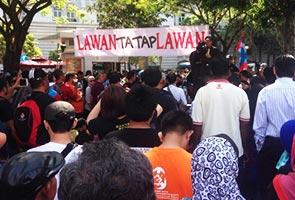 Meriam air hampir diguna selepas penyokong Anwar enggan bersurai