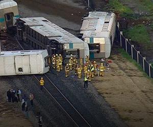 Nahas keretapi dengan trak di Los Angeles