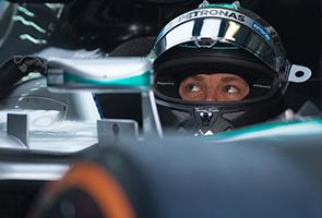 Nico Rosberg guna tuala wanita untuk tahan peluh