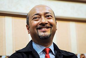 Mukhriz perlu profesional dan nyatakan pendirian pada 24 April - penganalisis