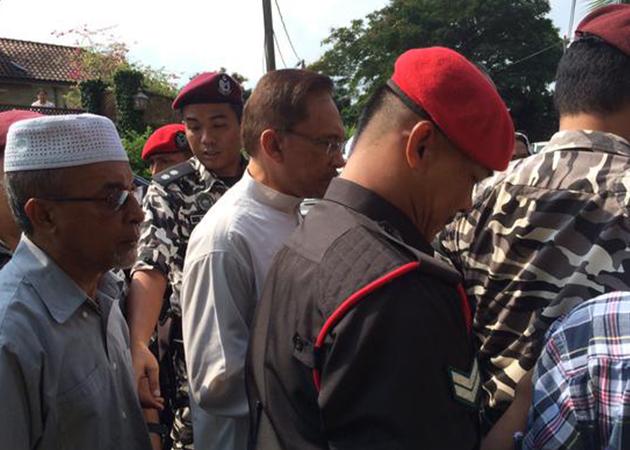 Anwar Ibrahim dikawal ketat