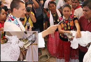 Datuk Bandar di Mexico kahwini buaya