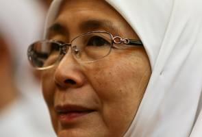Tindakan halang keluarga berhari raya dengan Anwar tidak adil - Dr Wan Azizah
