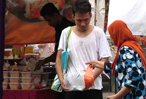 'Professional beggars' earning up to RM18,240 per month in Malaysia!