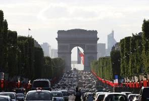 Paris police operation underway at Champs Elysees