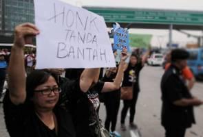 Protes kenaikan tol di Plaza Tol Sunway