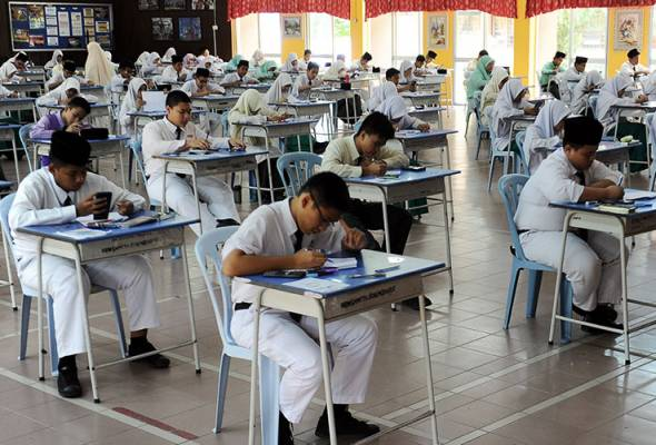 Teacher collapses while submitting PT3 result