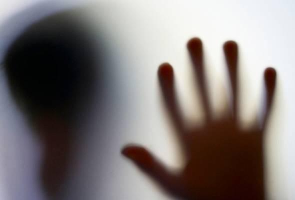 Hukuman mati, kembiri tangani rogol kanak-kanak: Pendirian netizen berbeza