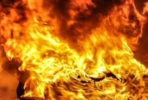 Four burnt to death in two-vehicle collision near Kota Tinggi