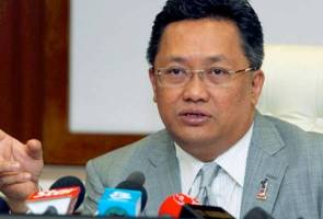 Stop spreading wrong information about country's economy - Rahman Dahlan