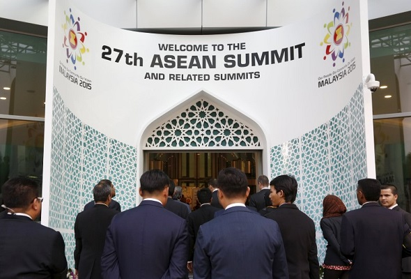 Delegates enter the venue for the 27th Association of Southeast Asian Nations (ASEAN) summit in Kuala Lumpur, Malaysia, November 18
