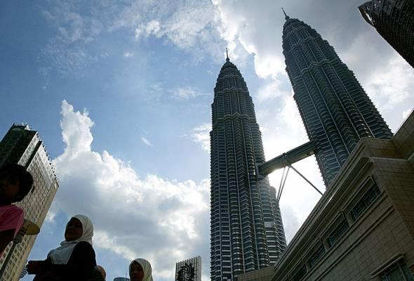 Penurunan tiga peratus kedatangan pelancong asing ke negara ini pada tahun lepas berbanding 2016.