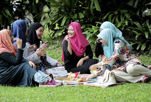 It makes no sense to ban the headscarf