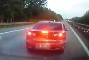 Video viral kereta diundur di lebuh raya, pemandu kereta jingga diburu