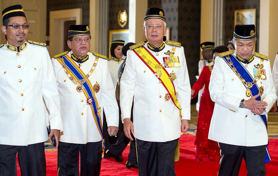 istiadat, sultan muadzam shah, agong, pingat