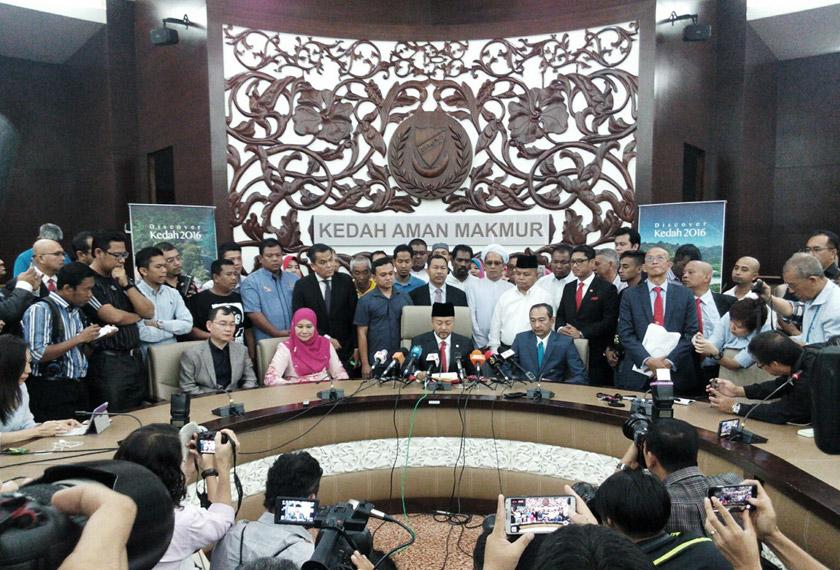 Mukhriz berkata beliau dimaklumkan telah hilang sokongan majoriti di Dewan Undangan Negeri Kedah.