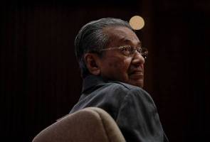 Dr Mahathir, Khairuddin, Anina saman Najib halang siasatan 1MDB, dana RM2.6b