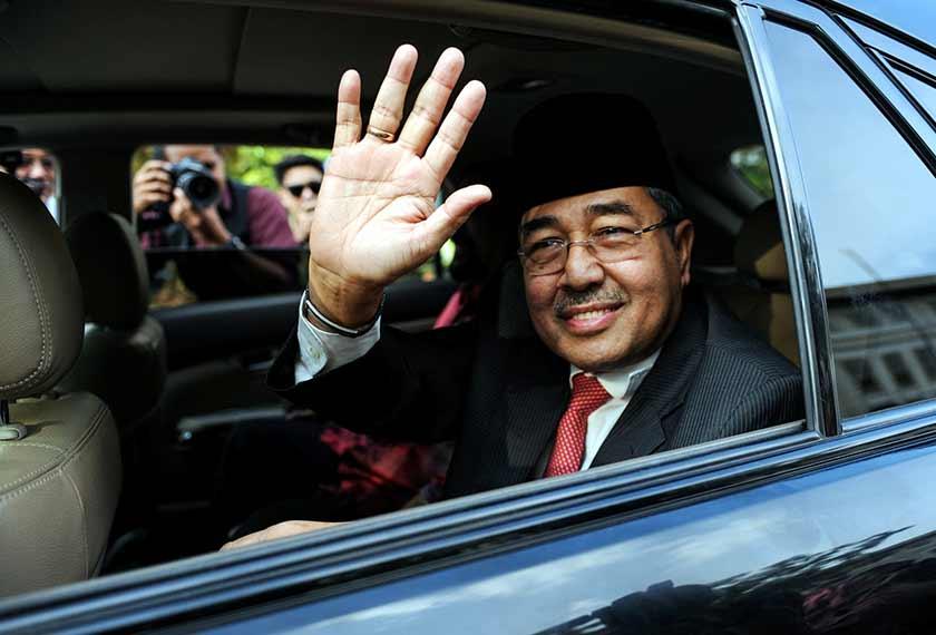 Beliau merupakan Timbalan Pengerusi UMNO Kedah dan Adun Bakar Bata untuk lima penggal sejak 1995.