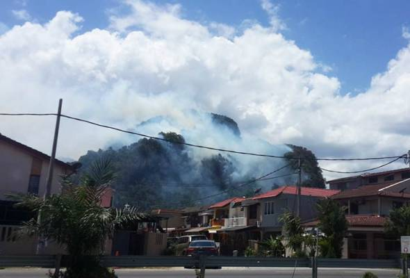 Operasi padam kebakaran di bukit batu kapur Batu Caves diteruskan esok