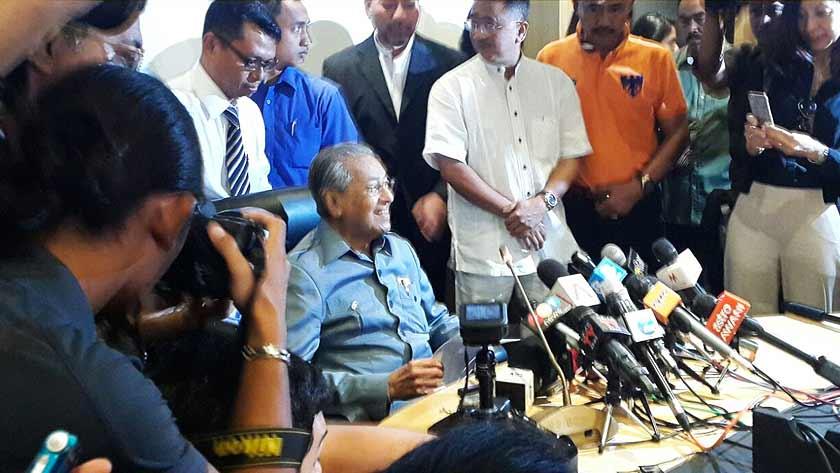 Tun Mahathir umum keluar UMNO