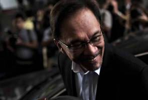Anwar Ibrahim involved in car accident