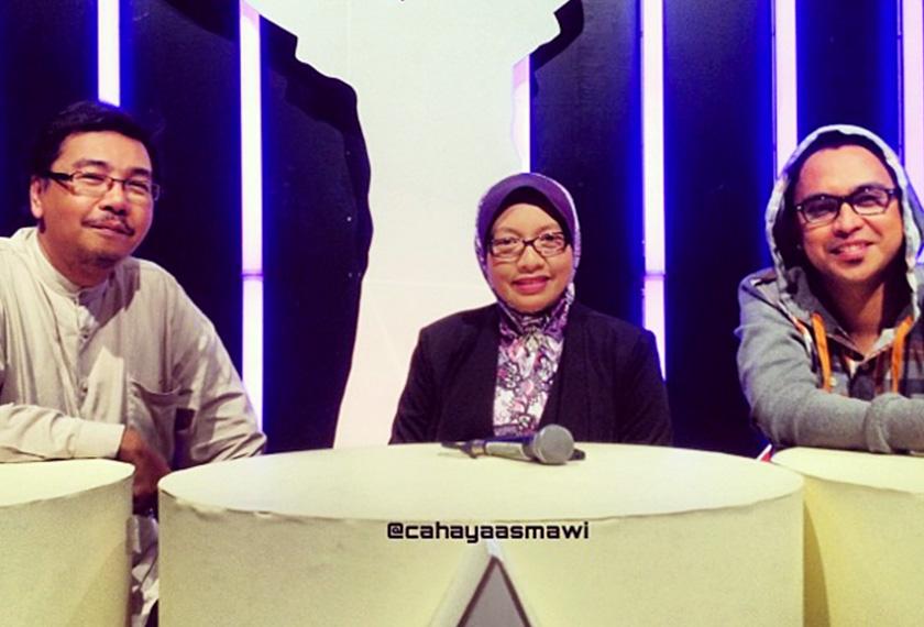 Kenangan Allahyarham bersama guru vokal, Siti Hajar dan bintang Akademi Fantasia, Mawi. Foto/Instagram Cahaya Asmawi