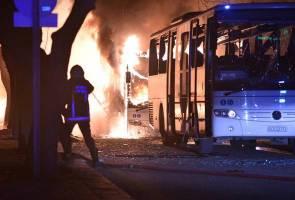 Serangan bom Turki: 'Anda simpati kepada Paris, mengapa tidak Ankara?'
