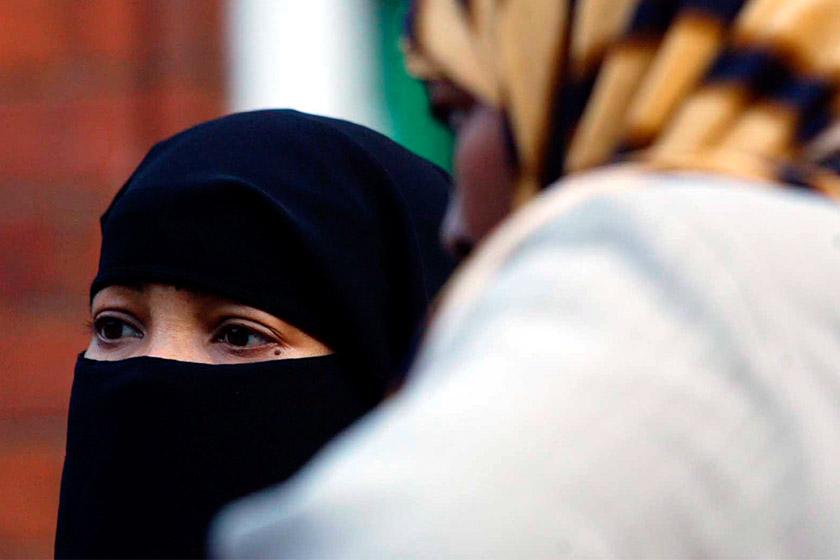 pemakaian purdah dan niqab adalah berkait rapat dengan hak wanita dan lelaki yang ditetapkan dalam Islam. - Gambar fail