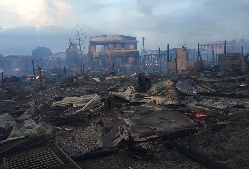 Keadaan selepas kebakaran yang memusnahkan lebih 100 buah rumah di Kampung Titingan.