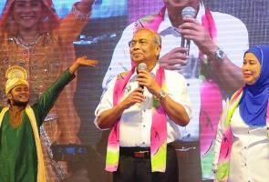 Bagai bersembang di anjung rumah panjang, kemesraan Adenan penyeri Sarawak