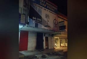 Dilempar molotov cocktail: Polis kaji rakaman CCTV di pejabat Ramasamy
